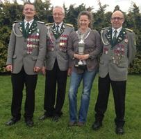 Ruth Vaske mit dem begehrten Pokal